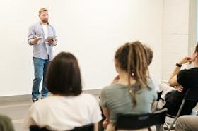 Mau Kursus Bahasa Inggris Profesional? EF Adults Aja, Dijamin Pintar