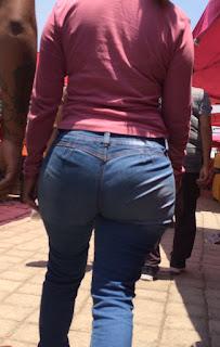 Bella mujer caderas anchas nalgona jeans