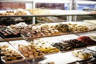 تفسير حلم أكل الحلويات في المنام ابن سيرين
