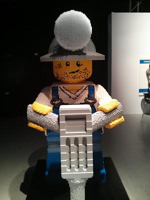 בוב הבנאי בתערוכת הלגו