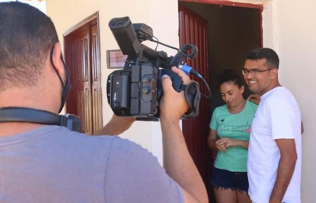 TV Mirante foi conhecer de perto a história do prefeito que usa o salário para construir casas no Maranhão