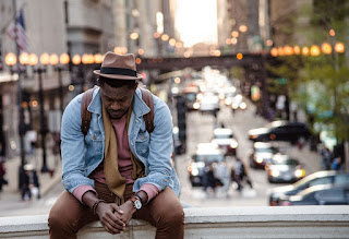 Om care se roagă în public, fotografie de whoislimos - unsplash.com