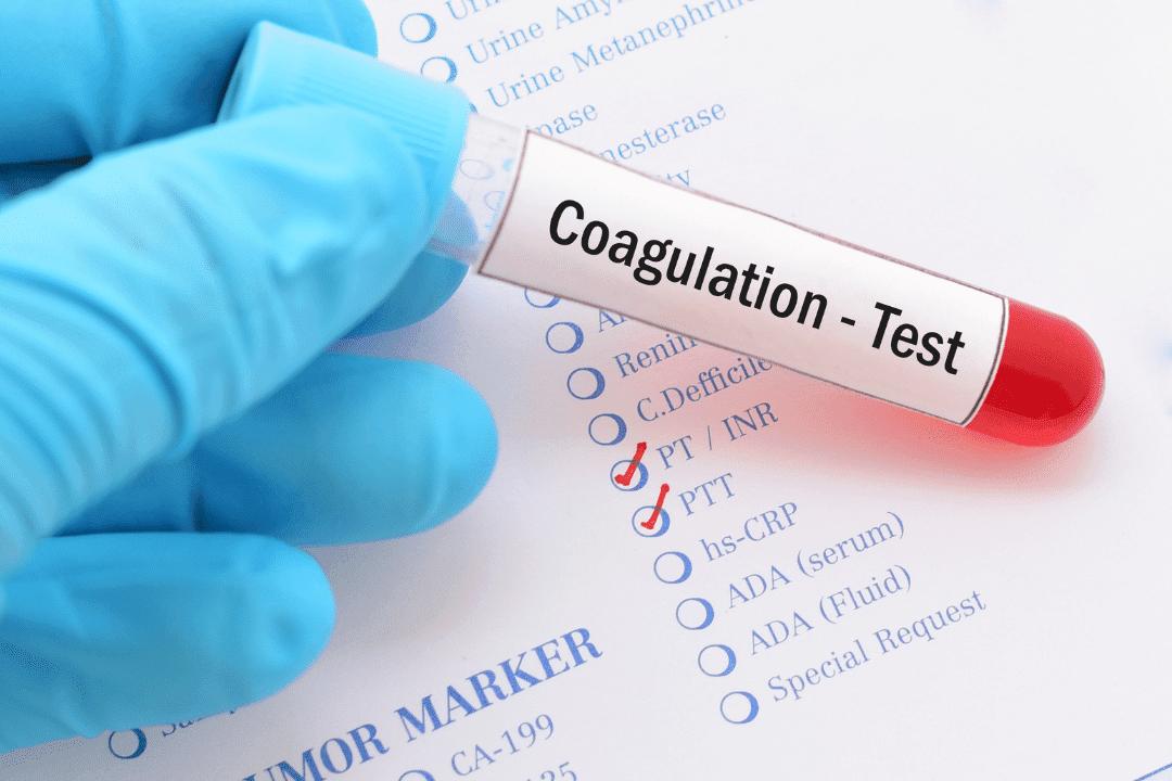 El examen de PT y PTT ofrecen información importante sobre la mayoría de los factores responsables de la coagulación.