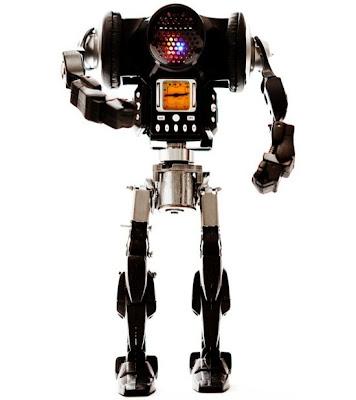 Arte Robotico moderno hecho con materiales electrónicos reciclados