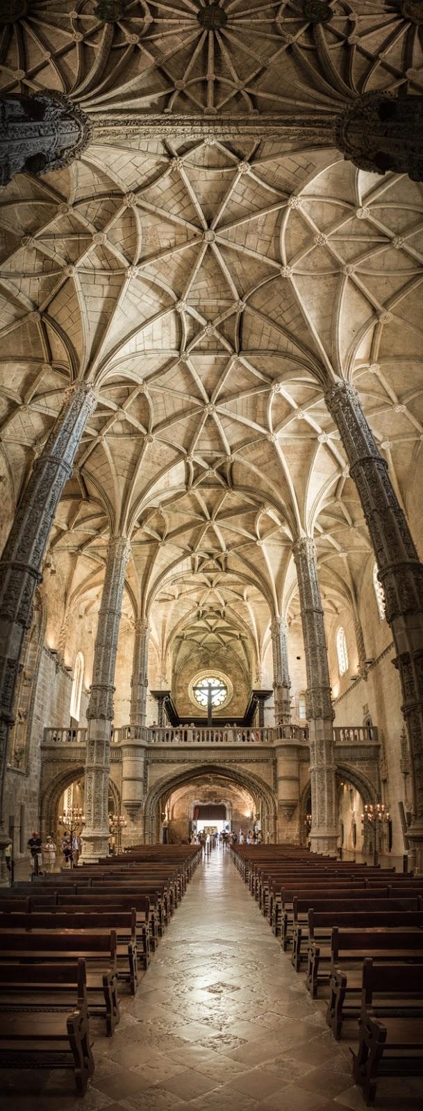 Nave de la iglesia, desde el altar hacia el coro :: Panorámica 16 x Canon EOS5D MkIII | ISO1600 | Canon 17-40@40mm | f/4.0 | 1/30s