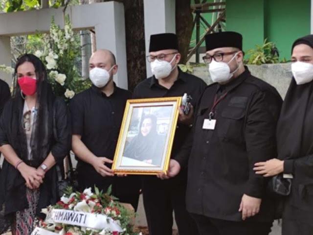 Pemakaman Rachmawati di Samping Ibu Fatmawati