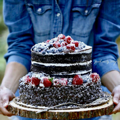 Tips for a beautiful & delicious berry topped cake