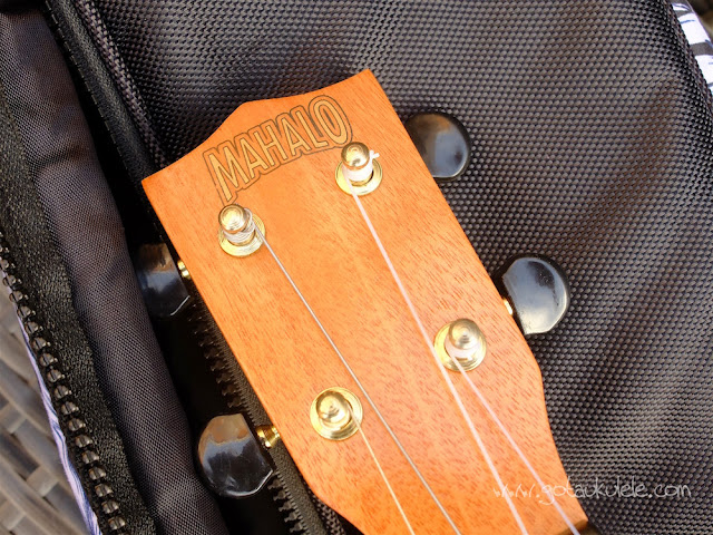 Mahalo U320B Baritone ukulele headstock