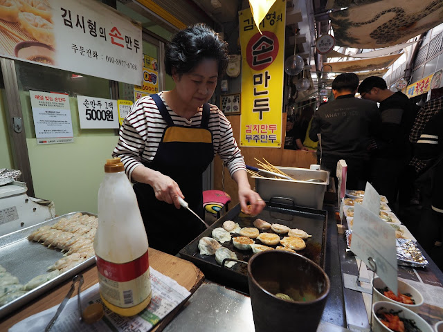 Home-made dumplings freshly prepared everyday at Tongin Market (통인시장)