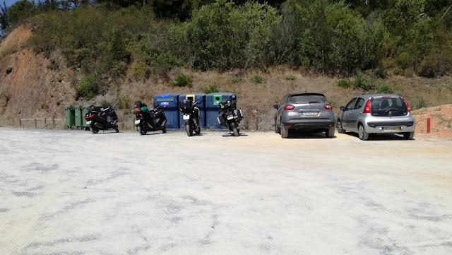 Parque de estacionamento para motas