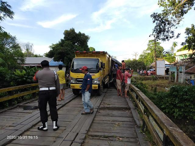 Warga Desa Hayaping Keluhkan Rusaknya Jembatan Akibat Truk Muatan Material yang Melebihi Kapasitas Melintas