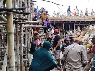 Umat Islam Turut Membantu Menyediakan Konsumsi Dan Ikut Melakukan Pengecoran Gedung Gereja Katolik di Kampung Brongkendik Fakfak