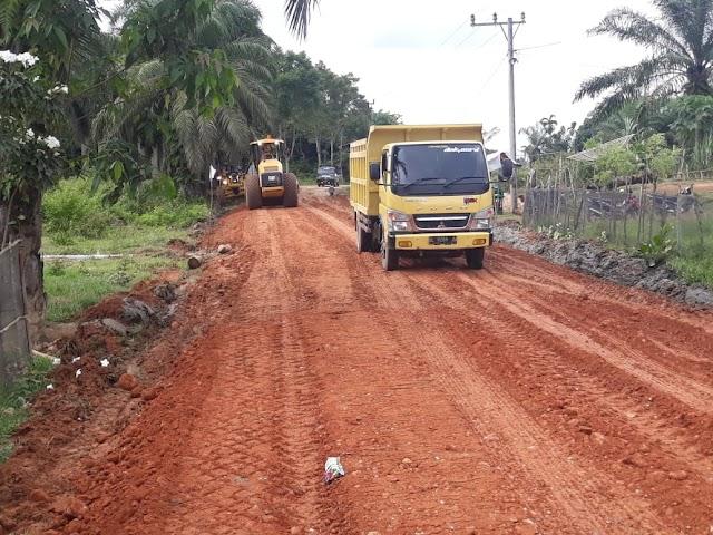 Gabungan Perusahaan di Indra Makmur Perbaiki Jalan Rusak