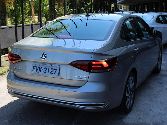VW Virtus (Polo Sedan) TSI Automático