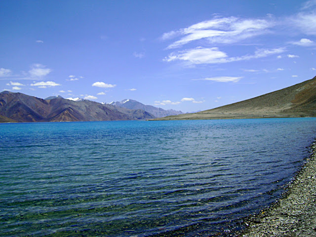 clear blue waters of ladakh lake