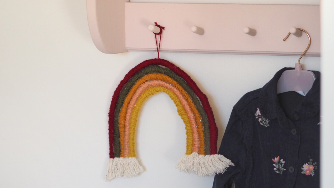DIY crafting tutorial on how to make a rope yarn rainbow shaped wall hanging, perfect for a Childs nursery or playroom. Crafting project using wool, glue glue, rope, wire. Simple crafting project perfect for beginners