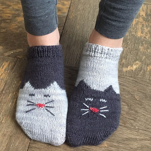 YinYang Kitty Ankle Socks - Free Pattern