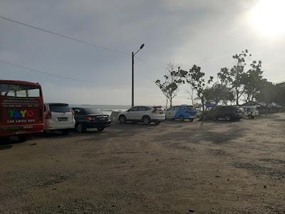 Area Parkir Pantai Batuhiu | Admin tuankecilberwisata