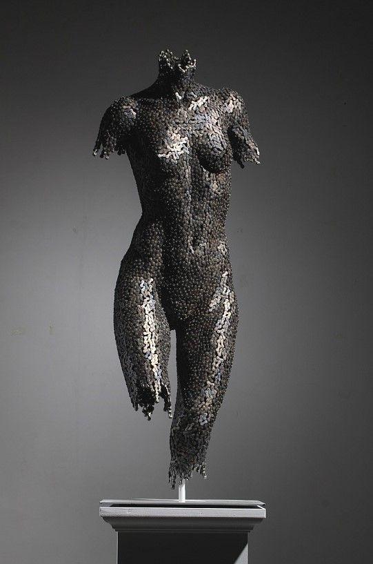 Escultura cuerpo de mujer desnudo