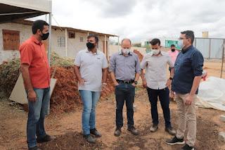 Comitiva de Cuité visita Picuí e conhece o projeto fábrica de solos