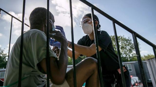 آخر أخبار فيروس كورونا الوفيات الأسبوعية على أعلى مستوى منذ يوليو | موقع عناكب
