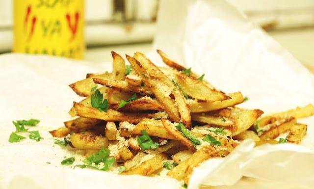 Crispy Baked Parmesan Garlic Fries #vegetarian #potatoes