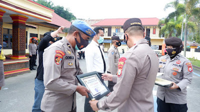 Berdedikasi Maksimal, 12 Personil Raih Reward Kapolres Tana Toraja