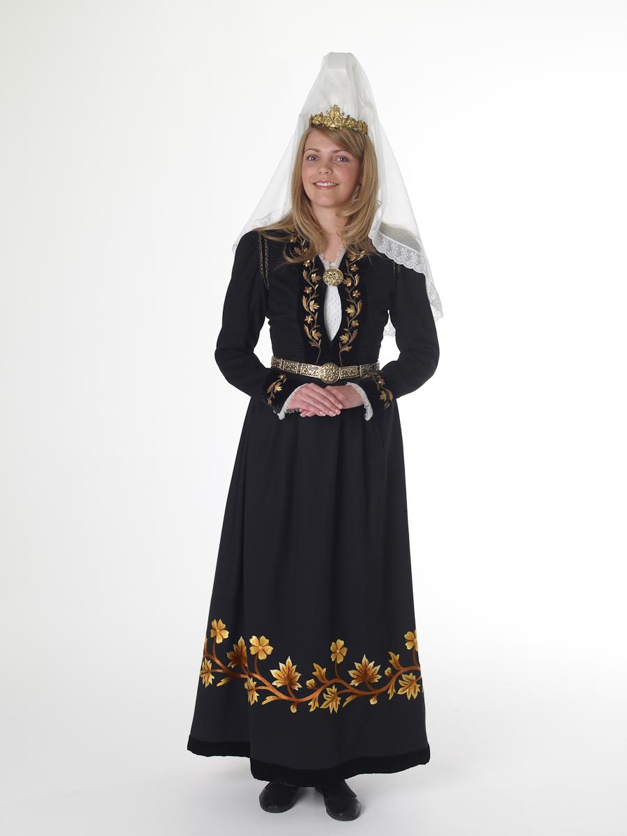 FolkCostume&Embroidery: Þjóðbúningurinn, National costumes ...
