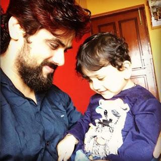 Foto Arpit dengan Anaknya