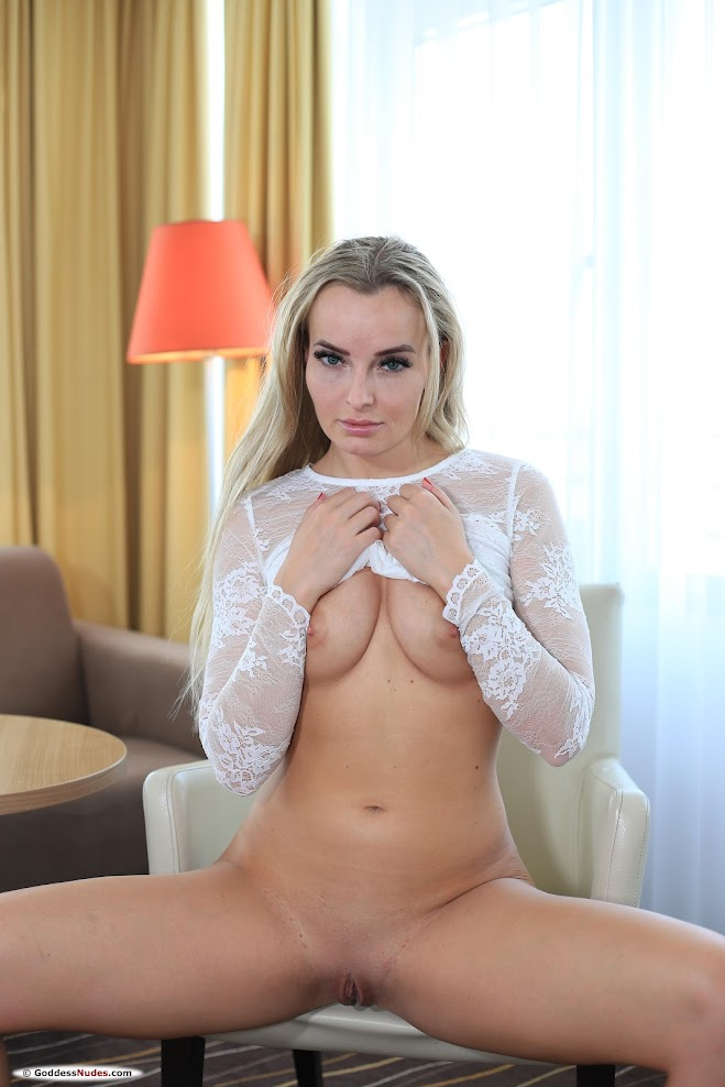 [GoddessNudes] Emma Button - Photoset 01