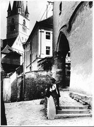Sibiu - Priveliște de lângă Casa Altemberger spre Pasajul Scărilor, la începutul secolului al XX-lea, înainte de 1930