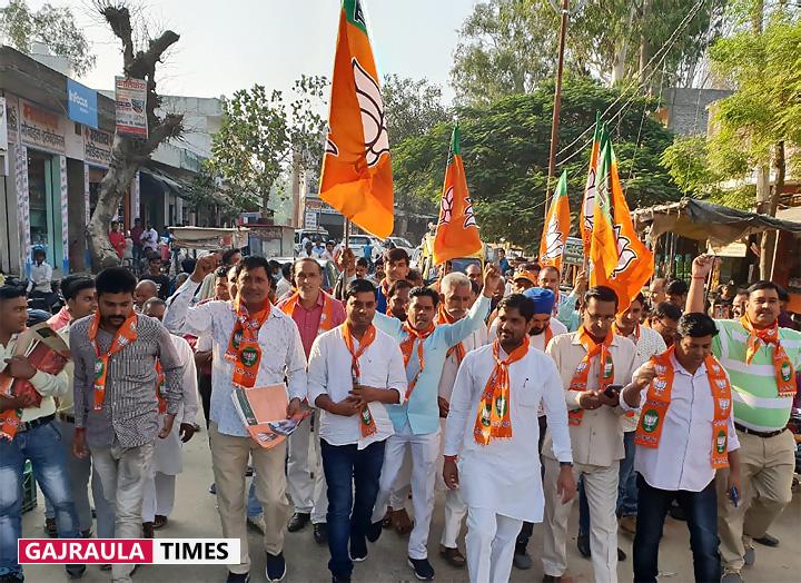 विधायक राजीव तरारा ने समर्थकों सहित पदयात्रा की
