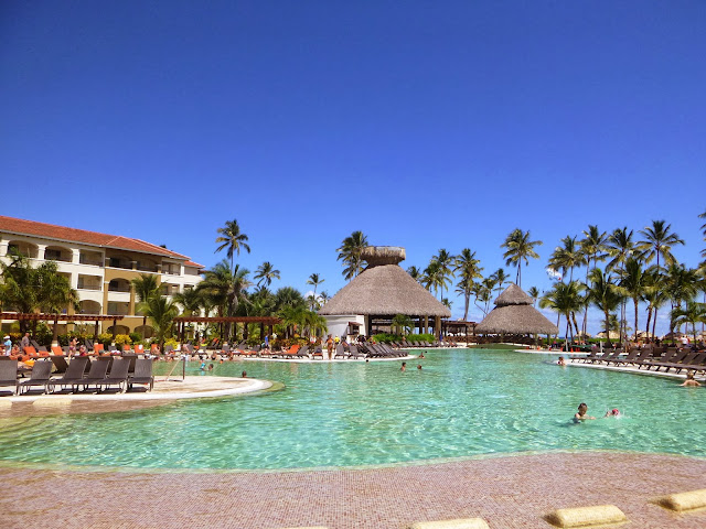 Piscina do NOW Larimar Punta Cana Resort.