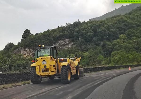 El Cabildo realiza el mantenimiento continuo de las vías alternativas la Carretera de La Costa para garantizar la seguridad de los vehículos