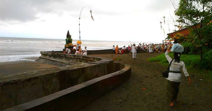 Bali protect himself with worship at sea