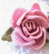 http://translate.google.es/translate?hl=es&sl=en&tl=es&u=http%3A%2F%2Fkattyscosycove.blogspot.com.es%2F2012%2F02%2Fbeautiful-crochet-flower-accessory.html
