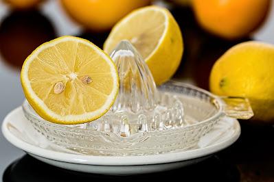 menghilangkan bekas jerawat degan lemon