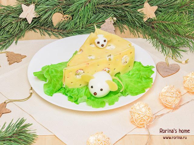 Салат «Кусочек сыра» для новогоднего стола: как сделать пошагово
