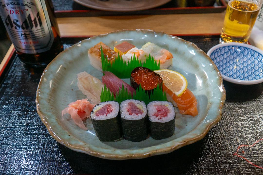 Makanan terenak di jepang - Sushi