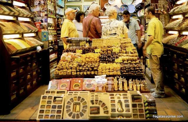 Barraca de doces típicos da Turquia no Bazar Egípcio de Istambul