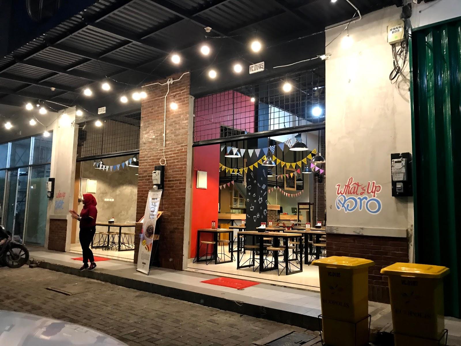 Cari Tempat Ngumpul? Di Whats'up Cafe Aja