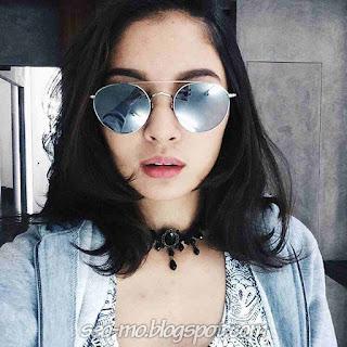 Gambar Cerelia Raissa Memakai Kacamata Keren