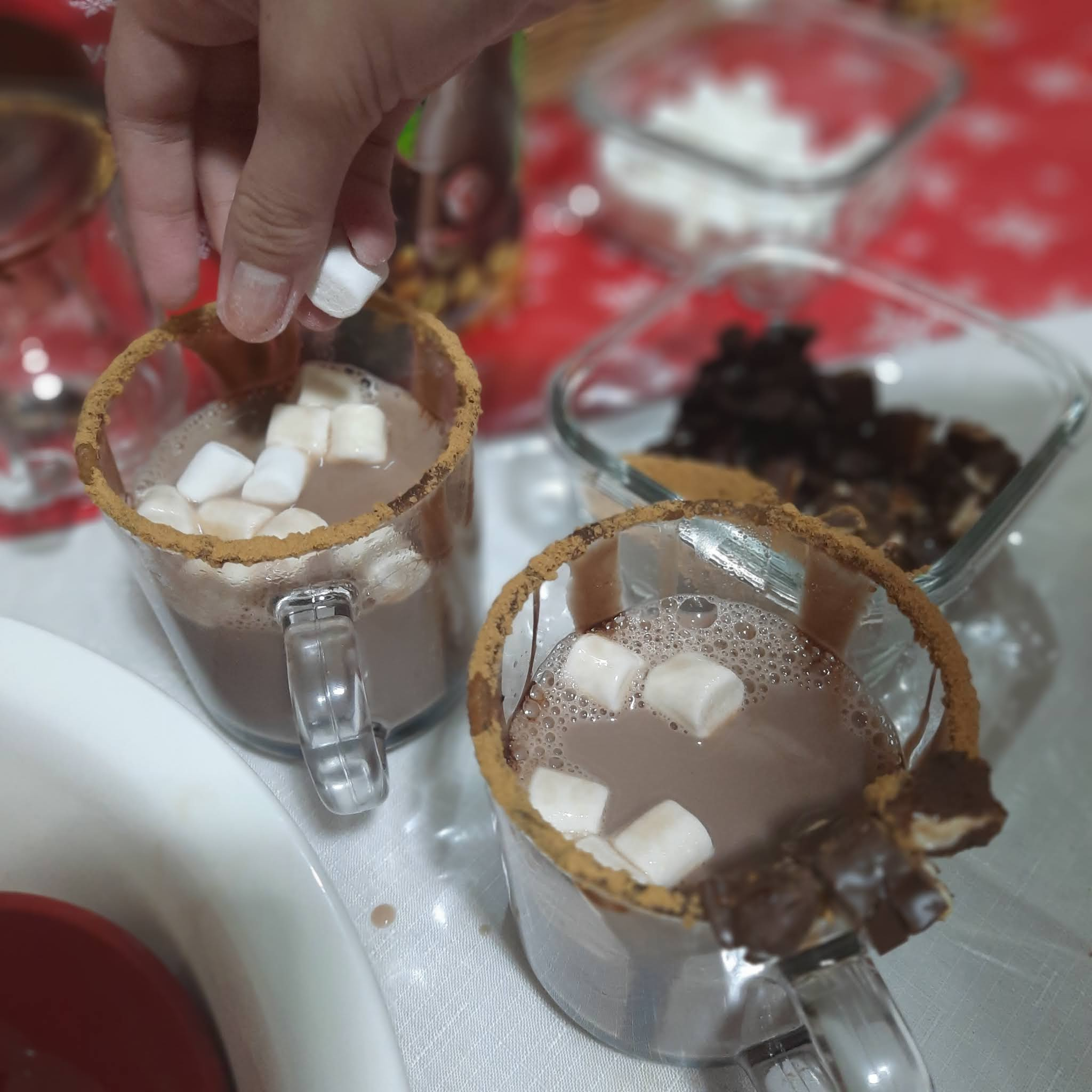 How to Make a Yummy Hot Chocolate Drink for Christmas that #FillsGood in an Instant