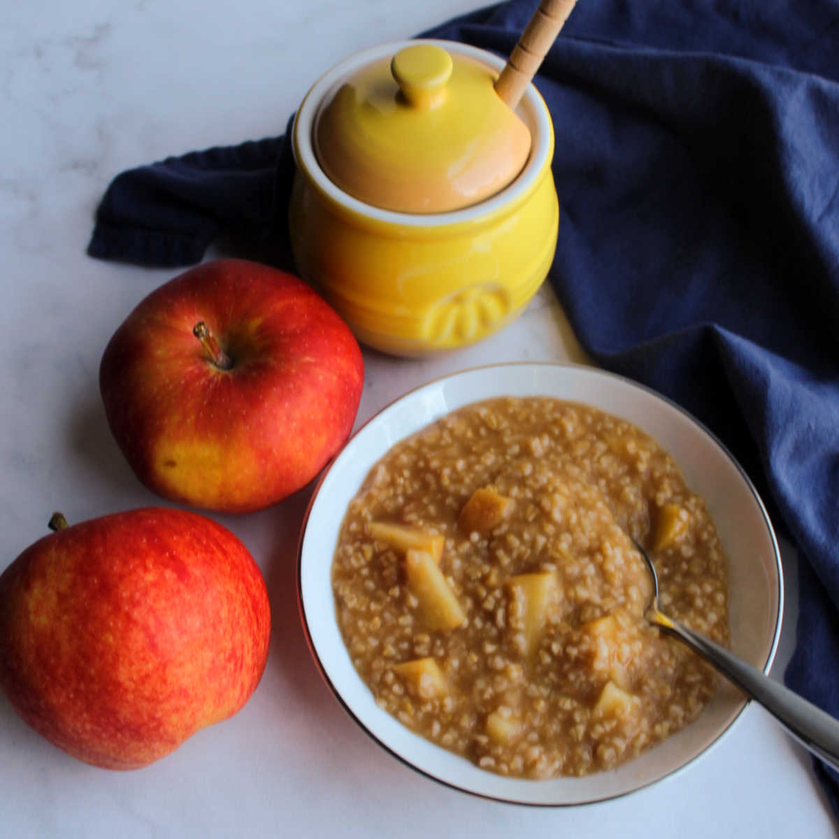 Loaded with apple flavor and that hearty steel cut oatmeal chew, this apple pie oatmeal is sure to be a favorite fall breakfast.  Grab a spoon and dig in!