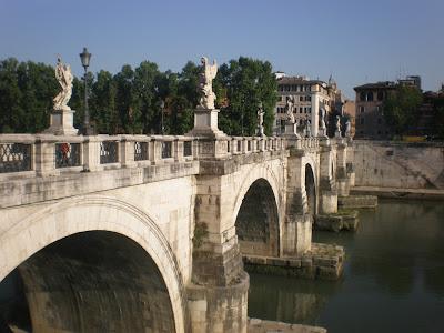 El Puente Sant Angelo. Roma. Turismo en Roma. El Puente Aeliano o puente de Adriano. Historia y Turismo en Roma