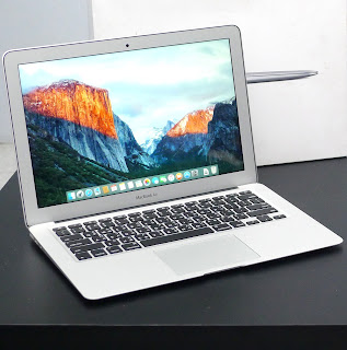 MacBook Air Core i5 (13-inch, Early 2015) Di Malang
