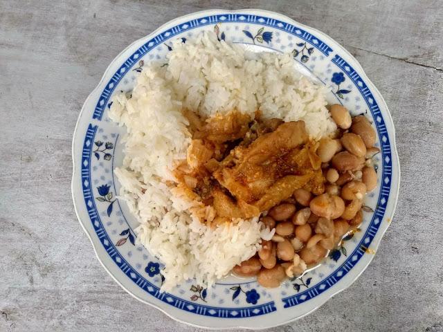 Preparación de la Gallina Guisada cocinado de forma casera. Fotografía proporcionada por Irvis Murillo para MCP Recipes.