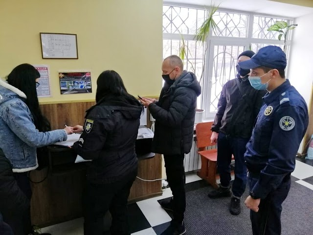 У залі Білоцерківського суду затримали чоловіка з наркотиками