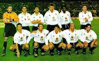 VALENCIA C. F. - Valencia, España - Temporada 1998-99 - Cañizares, Piojo Lopez, Milla, Djukic, Angloma y Carboni; Bjorklund, Mendieta, Farinós, Juanfran y Angulo - R. C. D. MALLORCA 0, VALENCIA C. F. 1 (Claudio Piojo López) - 24/01/1999 - Liga de 1ª División, jornada 19 - Palma de Mallorca, estadio Luis Sitjar - El Valencia acabó 4º clasificado en la Liga, con Claudio Ranieri de entrenador