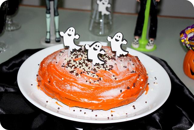 Decoração Festa de Halloween : Bolo Laranja e Rocho de Fantasmas